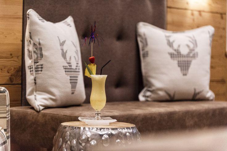 hauseigener_cocktail_c_gerhard_wolkersdorfer_hotel_koessen