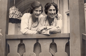 LAMARR_Hedwig und Mutter Gertrude Kiesler_1933 © Anthony Loder Archive