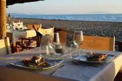 kulinarische_koestlichkeiten_im_beach-restaurant_paradu_tuscany_ecoresort