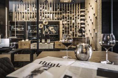 blick_in_den_weinkeller_vino_alpina_zillertal