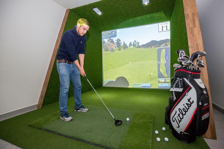 indoor-golfanlage_c_www.360perspektiven.at_dachsteinkoenig_-_familux_resort